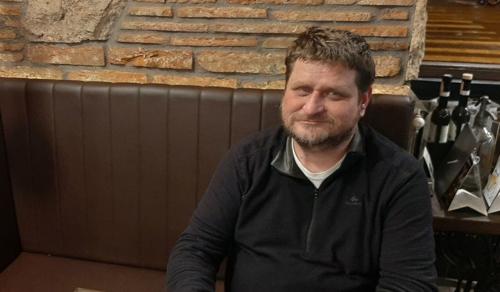 Dobronay László: Ha az emberek szemébe nézek, Isten néz vissza rám