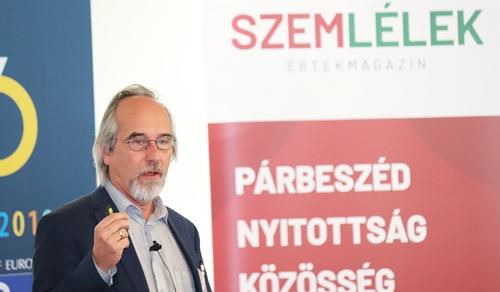 Dr. Szathmáry Eörs: Kijózanító pofont kaptunk a természettől