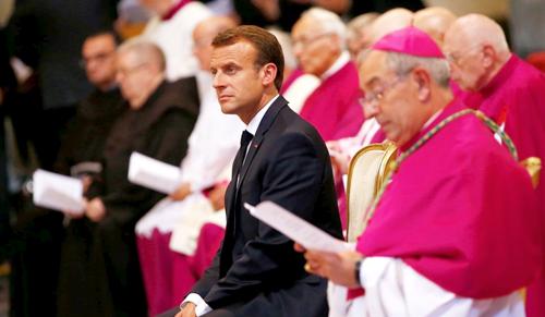 Egyházi rangot kapott a francia elnök