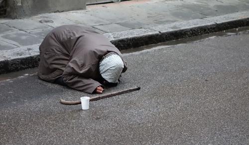 Dicsérjétek a hajléktalanokat!