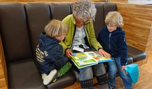 Ma van a nagymamák világnapja