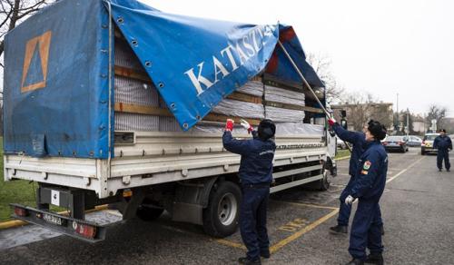 Segélyszállítmányt indított a katasztrófavédelem a földrengés sújtotta Horvátországba