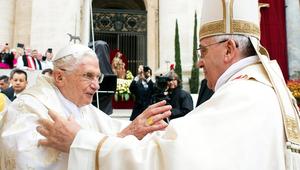 XVI. Benedek ostobának nevezte utódja támadóit