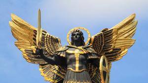 Hihetetlen precizitással szeli ketté Európát Szent Mihály kardja