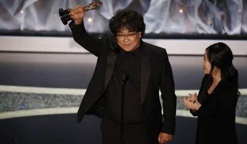 Történelmet írt az Élősködők című dél-koreai film az Oscar-díj átadón