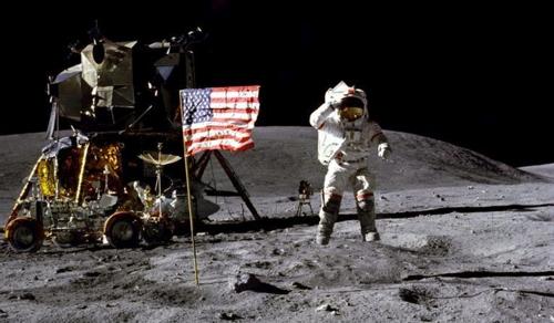 Ötven éve lépett ember a Holdra