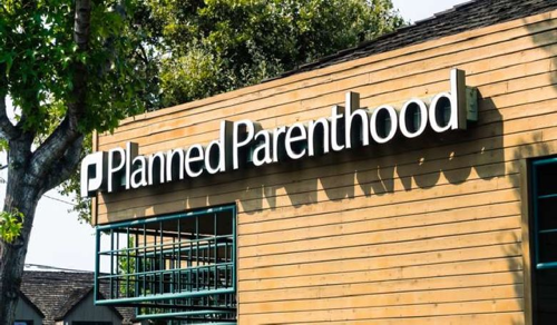 Hatvanmillió dollárt vesztenek az abortuszt támogató klinikák