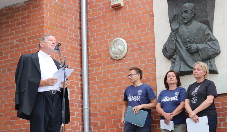 Veres András és a szülők egyetértenek: Az egyház méltósága sérült