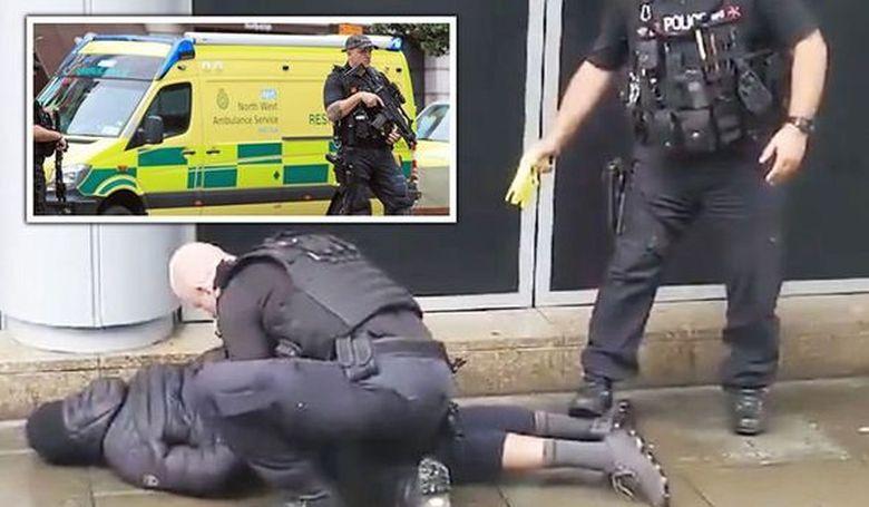 Többen megsebesültek egy manchesteri késeléses merényletben