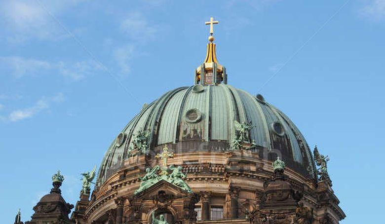 Közel félmillió hívőt vesztettek tavaly a német katolikus és protestáns egyházak