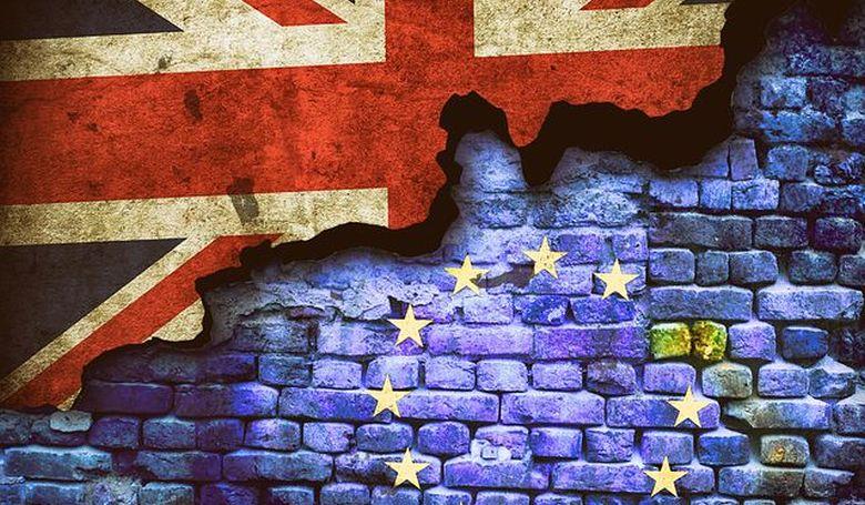 Johnson kezdeményezte a Brexit halasztását, de károsnak tartaná a kérés teljesítését