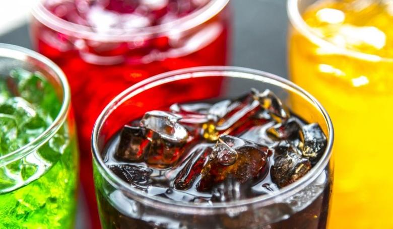 Rákot okozhatnak a cukros üdítők