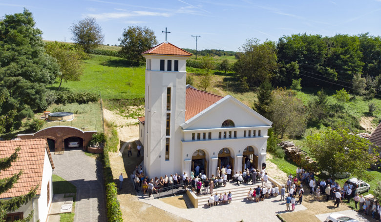 Több száz év után épült új római katolikus templom