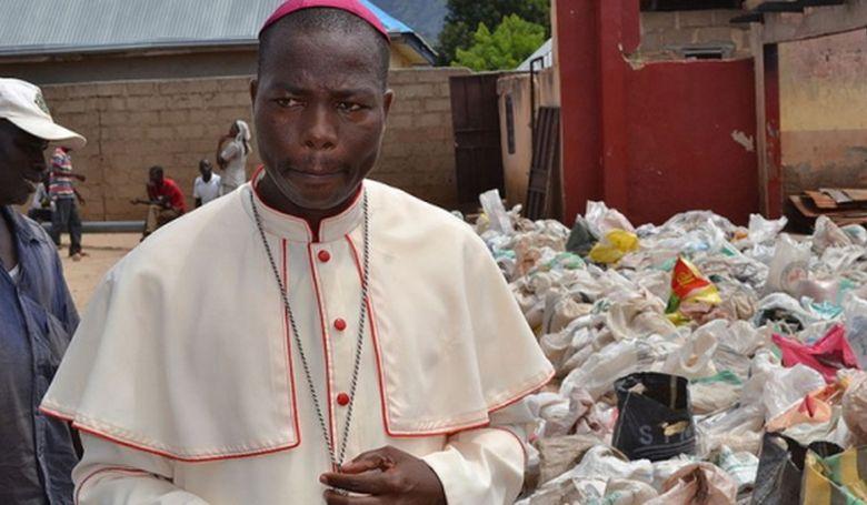 A Béke Hőse az afrikai katolikus püspök
