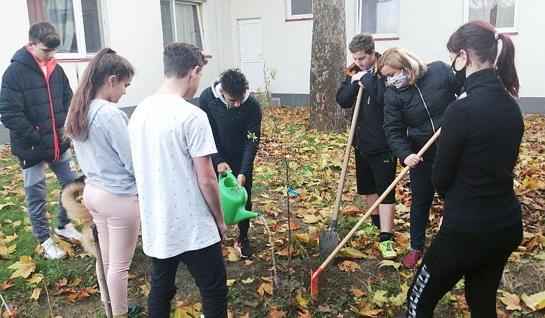 A megszólított jövő – fát ültettek az állami gondozott gyerekek