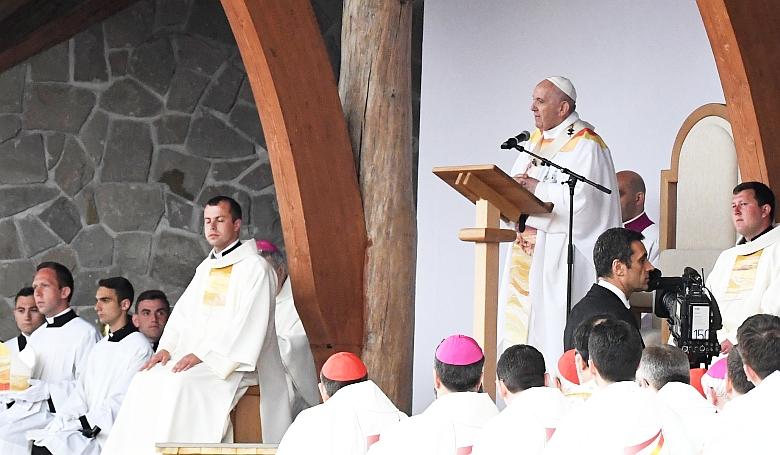 Itt látható a pápa csíksomlyói miséje