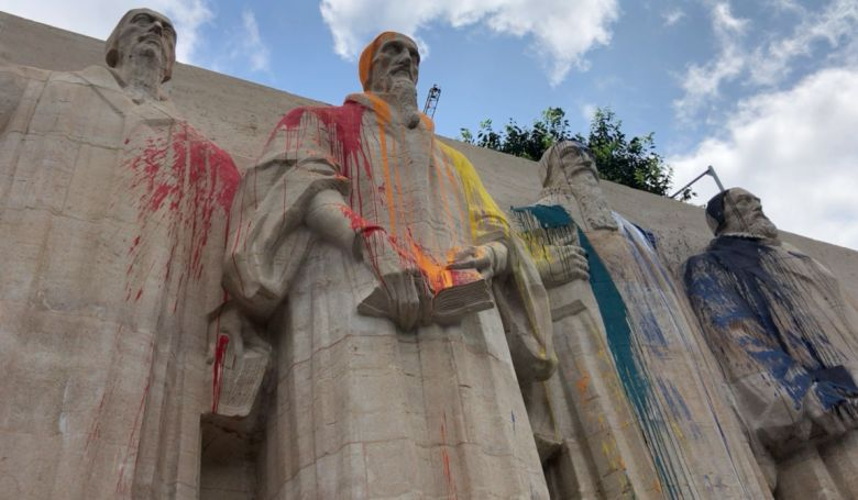 Megrongálták a reformáció genfi emlékművét