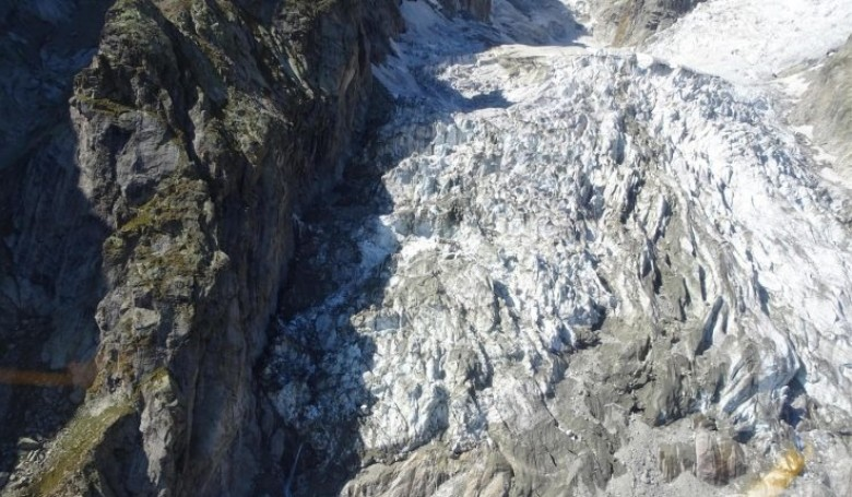 Hamarosan hatalmas gleccser szakadhat a völgybe