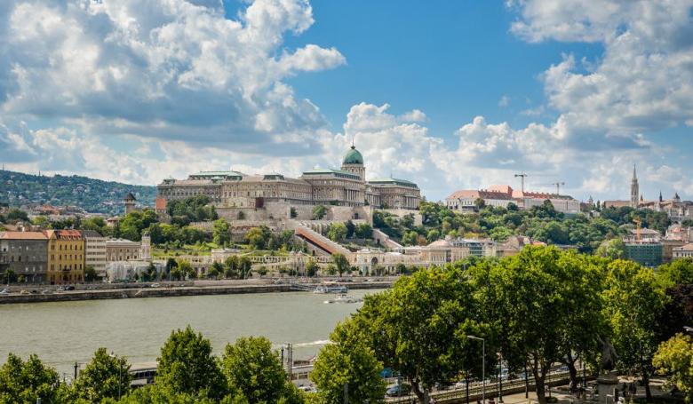 Kilátó nyílik a budapest-belvárosi Nagyboldogasszony-főplébániatemplom tornyaiban