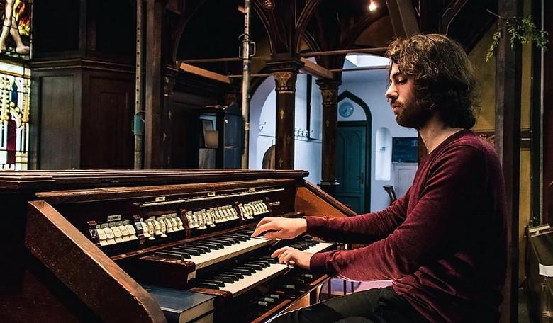 Zongoramű a vírusról