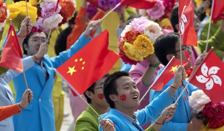 Kína ünnepelt, a hongkongi jogvédők aggódnak
