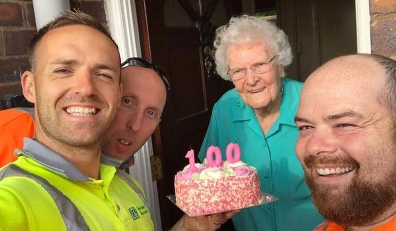 Különleges meglepetést kapott a százéves hölgy