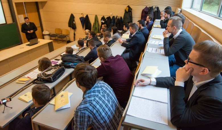 Kiváló tudományos diákmunkák - csekély érdeklődés a sajtó részéről