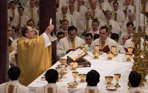Itt a válasz a papgyilkosságra: ezren állnak a helyére