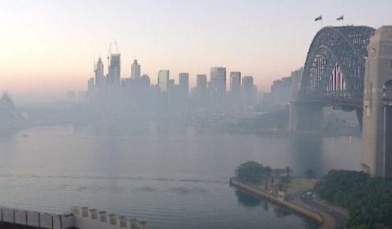 Sűrű füst lepte el Sydney városát
