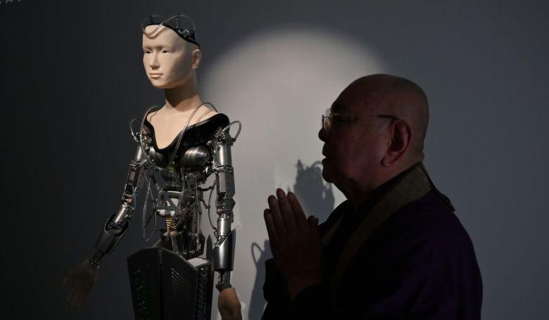 """""""Robotpap"""" állt szolgálatba Japánban"""