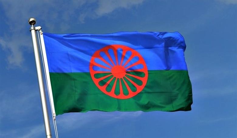 Ilyen még nem volt: kitűzték a roma zászlót az Európai Parlamentben