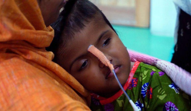 Újra megműtötték a bangladesi sziámi ikreket