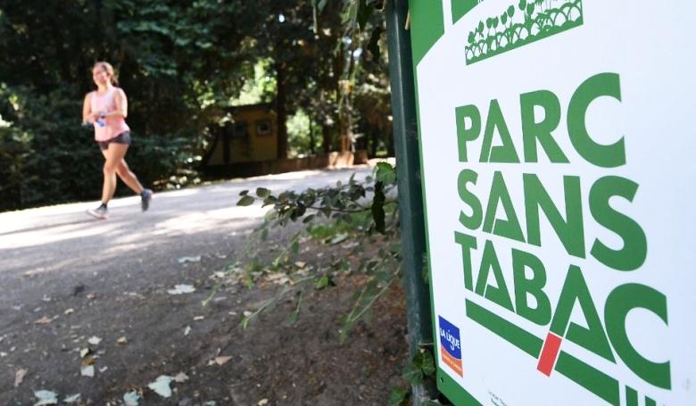 Félszáz közparkban tiltják meg a dohányzást Párizsban