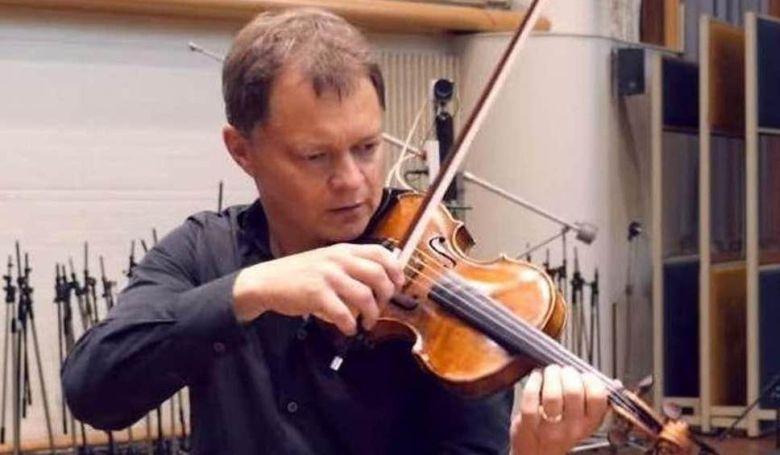 Egy londoni vonaton felejtettek egy 310 éves antik hegedűt