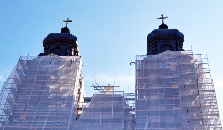 Református templomban lesznek a katolikus misék Tatán