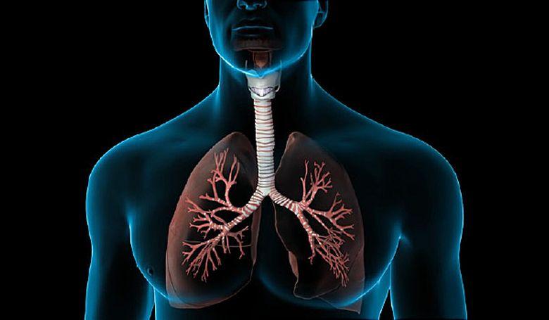 a használt füsttől fáj a tüdeje