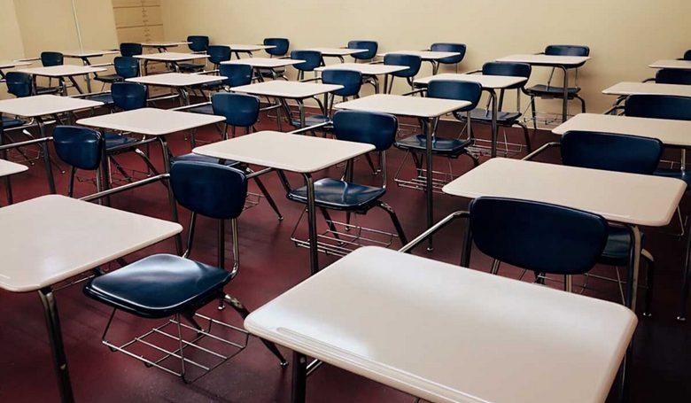 Holnaptól online oktatás lesz az egyetemeken