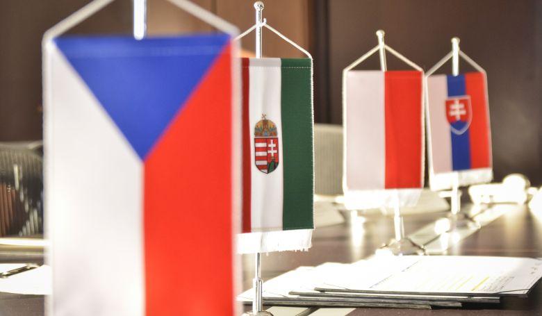 Rendkívüli kormányfői csúcstalálkozót tartanak a V4-ek Budapesten