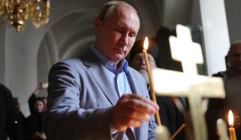Vlagyimir Putyin az orosz alkotmányban látni szeretné Istent