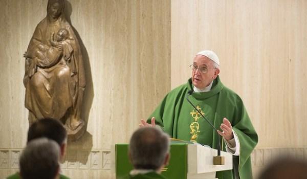 Ferenc pápa: Bűnt követsz el, ha nem imádkozol a vezetőidért