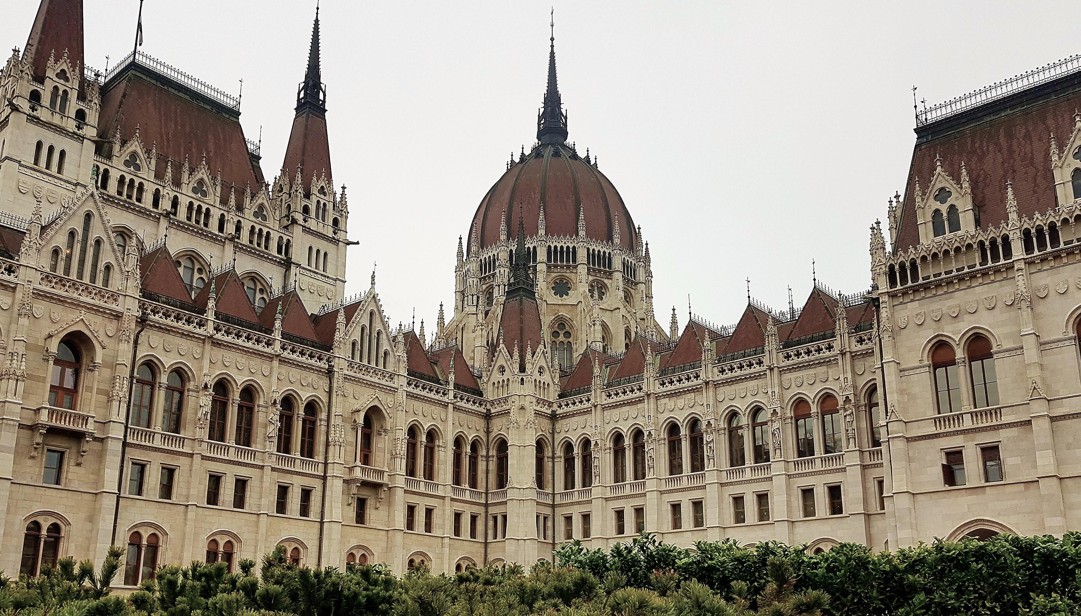 Ilyen még nem volt: imaterem a magyar Parlamentben