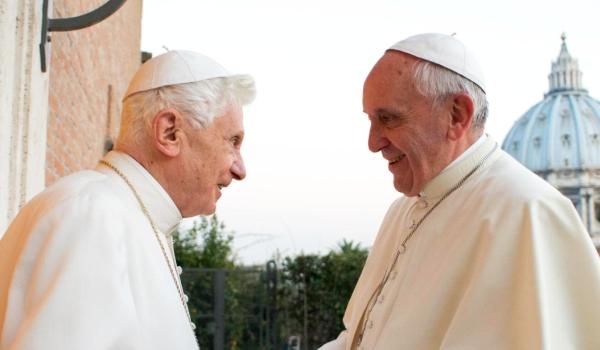 Túl szűk lett a Vatikán két pápa számára az olasz sajtó szerint
