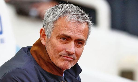 Pápát játszik Mourinho