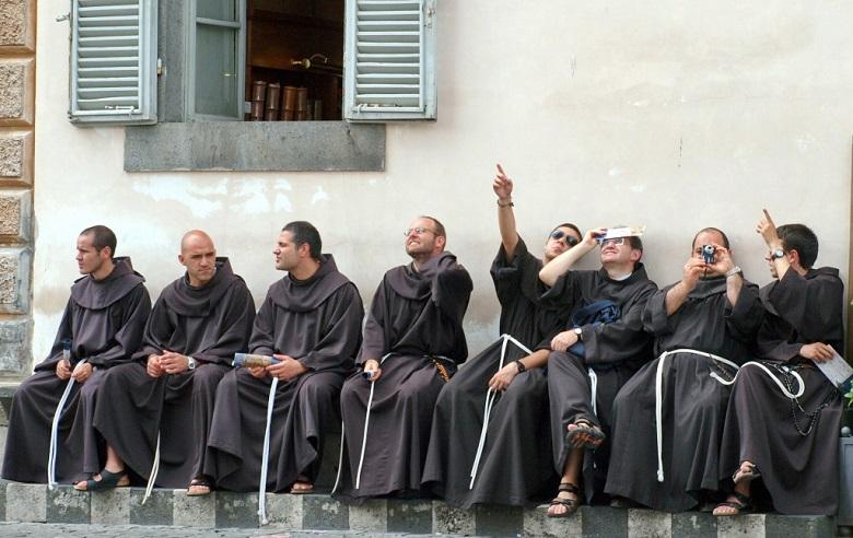 'A fiatal ferenceseket lenyűgözte az orvietoi katedrális pompás homlokzata. A szerzeteseken látszik, hogy egy élő krisztusi közösség tagjai.'