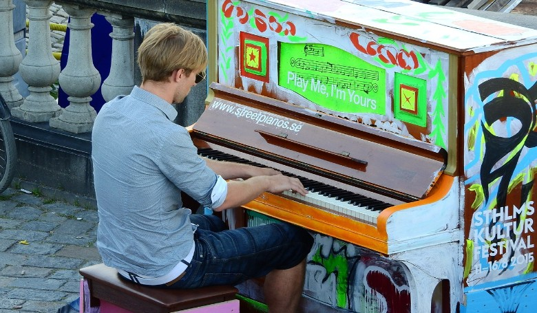 Zongoraszóval várhatják a vonatot Szeged