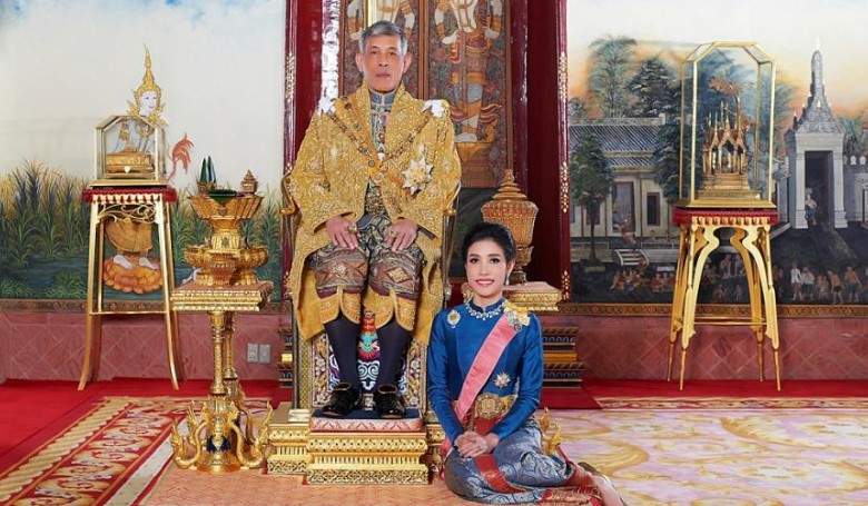 Elbocsátotta nagyratörő szeretőjét a thaiföldi uralkodó