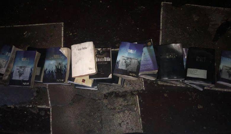 Pokoli tűzben maradtak sértetlenek a Bibliák