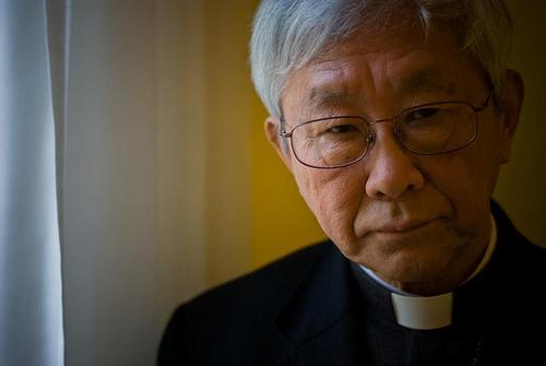 A hamis püspökök lerombolják az egyházat