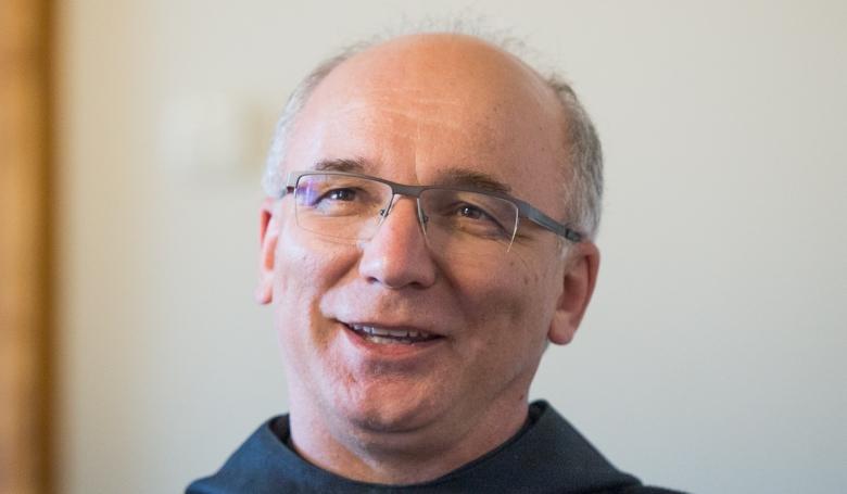 Hortobágyi T. Cirill: Eljuthatunk a télapótól Szent Miklósig