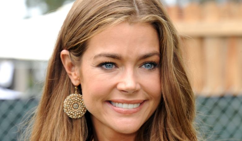 denise-richards-6977-7258-hd-wallpapers.jpg